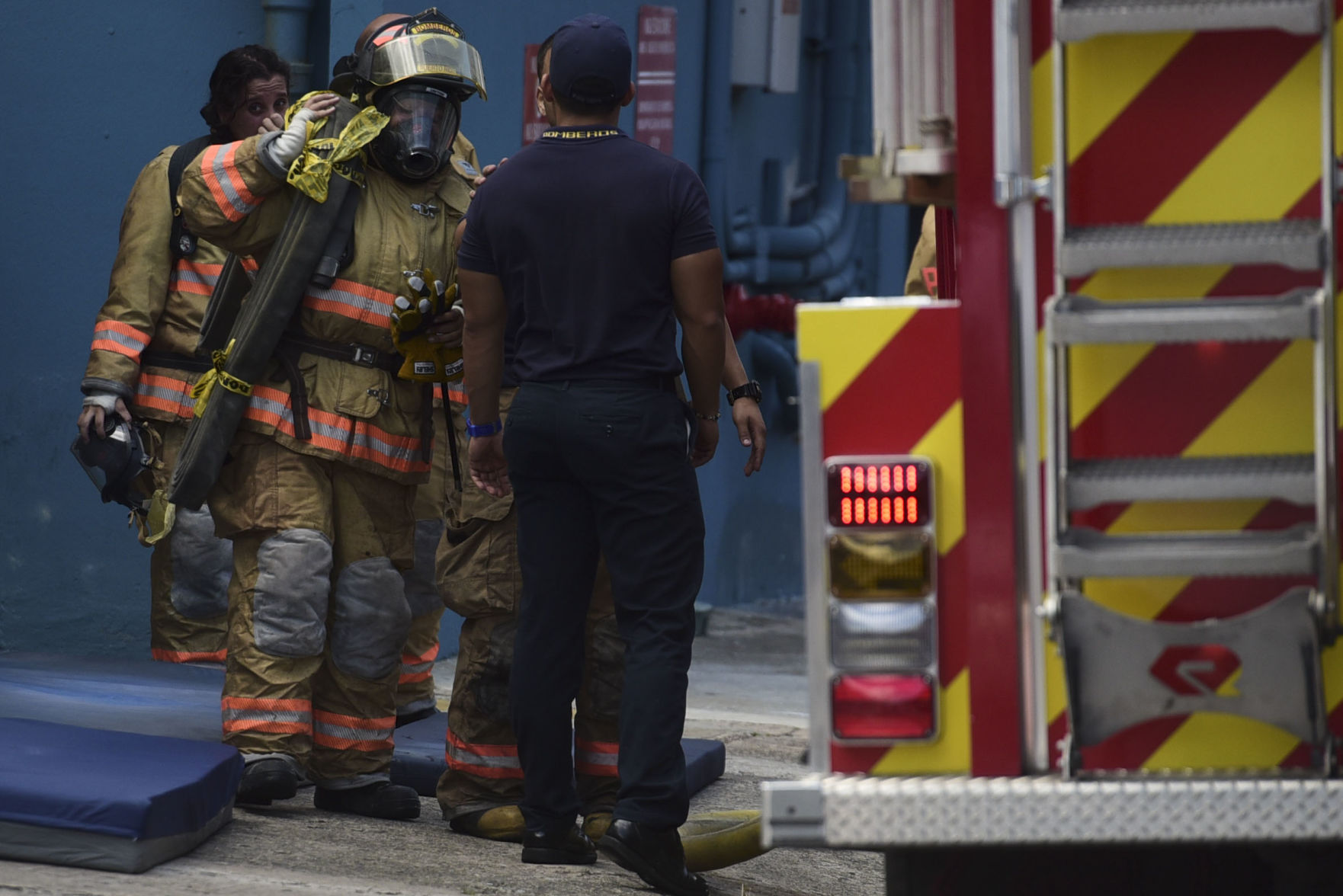Tres heridos tras explosión en fábrica de zapatos en Moca
