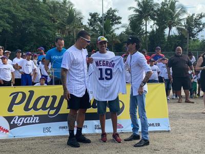 Marc Anthony y Javier Báez inauguran parque de pelota en Loíza