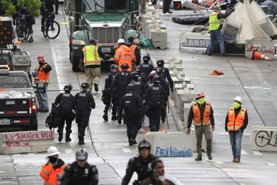 Policía de Seattle desmantela una zona de protesta