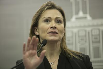 Defensa de alto perfil para Julia Keleher