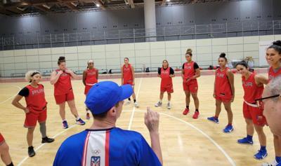 Las '12 guerreras' plantan bandera en la Villa Olímpica