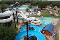 Dos adolescentes mueren en parques acuáticos de Splash Kingdom