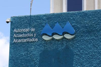 AAA comienza trabajos de conexión en barrio en Barranquitas