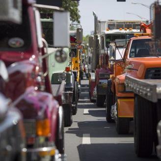 Camioneros, grueros y taxistas realizan manifestación