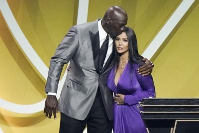 Emotiva exaltación de Kobe Bryant al Salón de la Fama