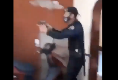 Un video denuncia que policías allanaron una residencia y le dispararon a un hombre en Cuba