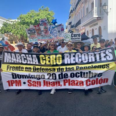 Pensionados marchan hacia La Fortaleza