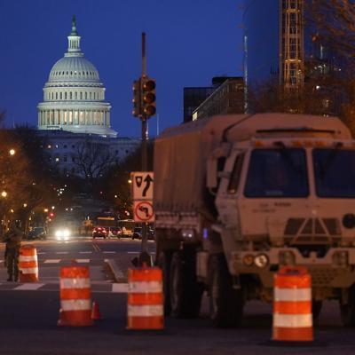 Arrestan a hombre armado en retén cerca de Capitolio de EEUU