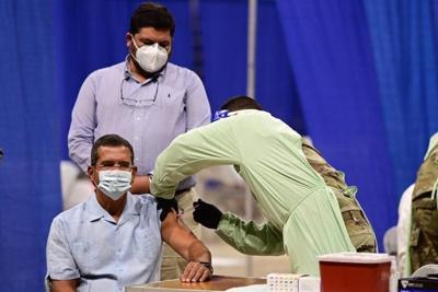 Pedro Pierliuisi se vacuna contra el Covid-19