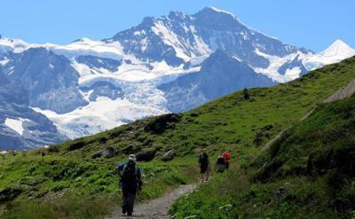Excursionista americano muere al caer de los Alpes suizos