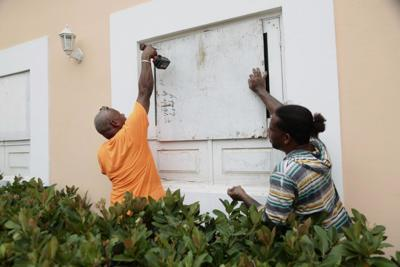 Preparativos en Yabucoa ante el paso de Dorian