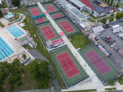 Premian canchas de tenis de Caguas
