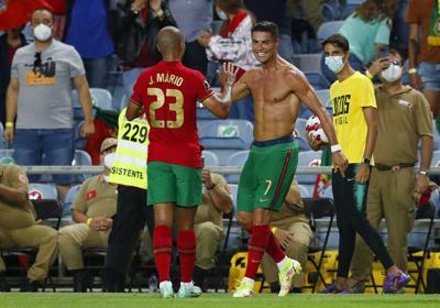 Cristiano Ronaldo rompe récord y se convierte en el máximo goleador de las selecciones de la historia de fútbol