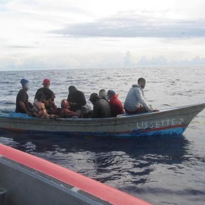 La Guardia Costera repatria a 71 migrantes intervenidos en el Pasaje de Mona