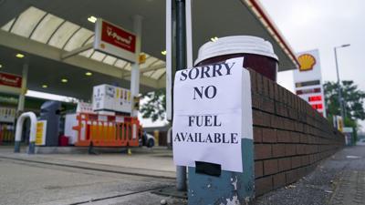 Falta de camioneros agudiza la escasez de gasolina en Gran Bretaña