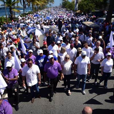 Gobernadora encabeza la Marcha por La Paz
