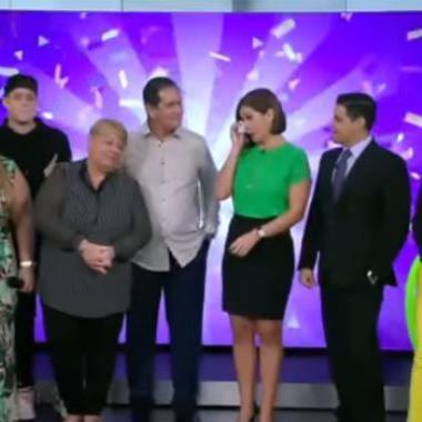 Conmovida Mónika Candelaria durante celebración de cumpleaños