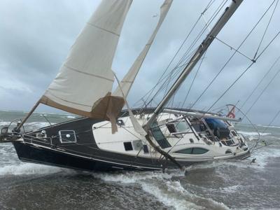 Emergencia por velero varado en Guayama tras tormenta