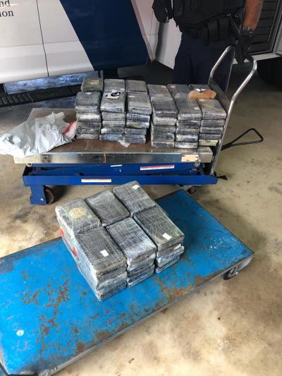 Incautan 217 libras de cocaína ocultas en un contenedor
