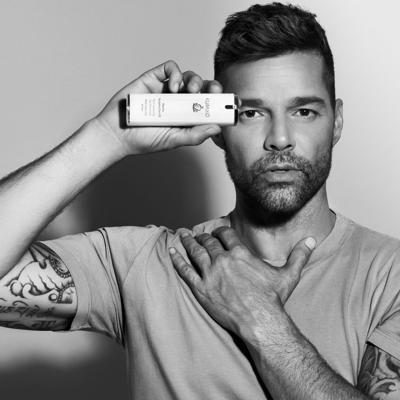 Ricky Martin firma acuerdo con empresa chilena del cuidado de la piel