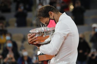 Nadal se corona en París e iguala a Federer