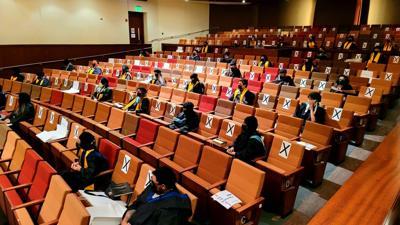 Escuela De Artes Plásticas celebra sus actos de graduación