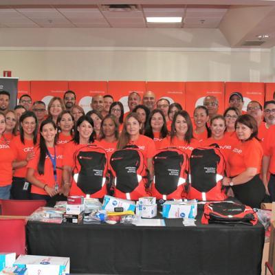 Unen esfuerzos para proveer mochilas con suministros de emergencia