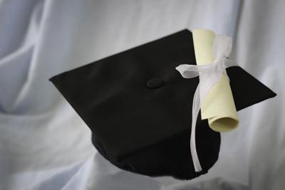 Hombre en EEUU se gradúa de secundaria a los 91 años