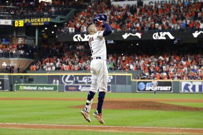 Astros empatan serie, con jonrón de Correa en la 11ma