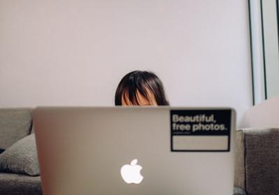 Agreden sexualmente a niña durante clase virtual