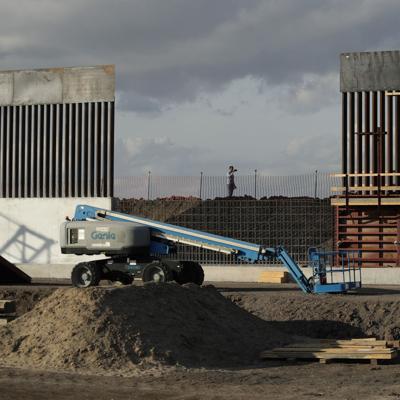 EE.UU. suspende leyes para acelerar la construcción del muro