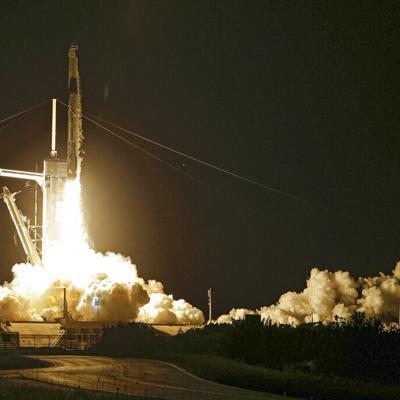 La compañía SpaceX realiza un vuelo espacial para cuatro turistas