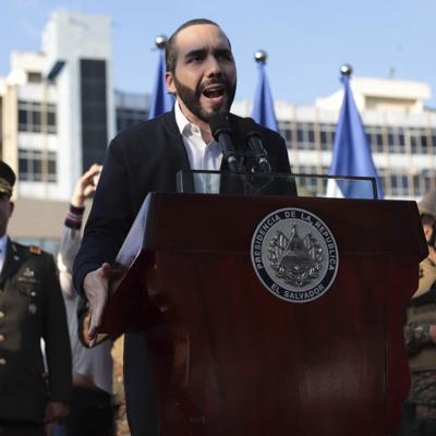 El Salvador: Bukele justifica destitución de magistrados