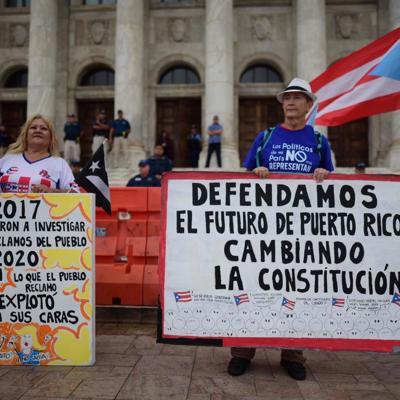 Manifestantes reclaman renuncia de Wanda Vázquez y Rivera Schatz