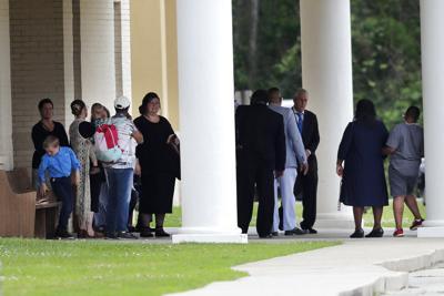 Feligreses de Luisiana desacatan prohibición de reuniones