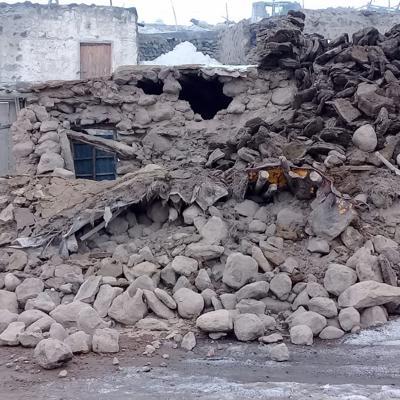 Nueve muertos en Turquía tras un sismo de 5.7