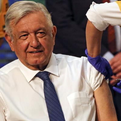 El presidente de México se vacuna con AstraZeneca