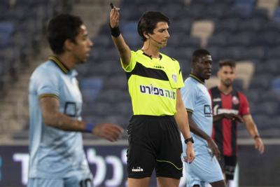 Primera árbitro transgénero debuta en Israel
