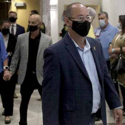El padre de una de las víctimas de la masacre en escuela de Florida se vuelve activista