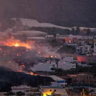 Cientos de evacuados más por el volcán en la isla española de La Palma