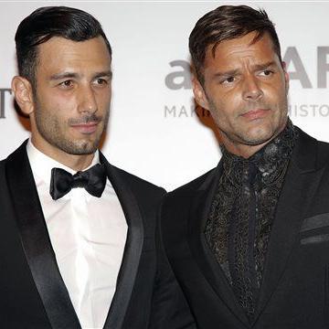 Prometido de Ricky Martin recibe fuertes críticas por fotografía
