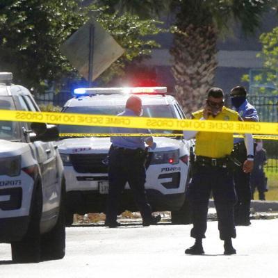 Mueren dos policías en tiroteo en Texas