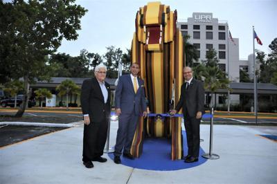 """La UPR de Carolina inaugura obra de arte de su símbolo """"El Jaguar"""""""