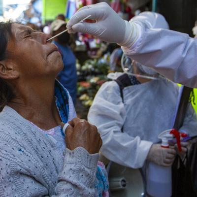 Una persona contagia a más de 200 con Covid-19 en empresa de textiles