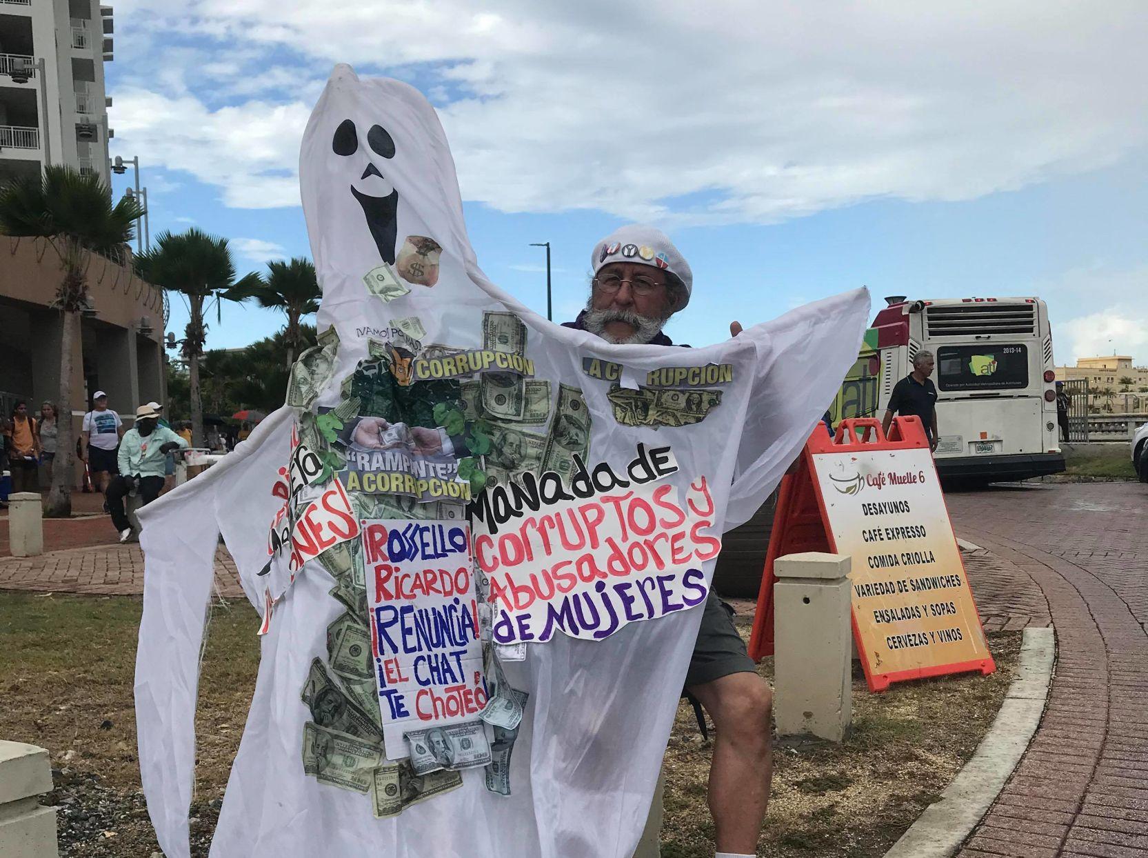 Manifestantes en Bahía Urbana salen hacia La Fortaleza