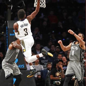 Holiday y Sabonis lideran a Pacers en paliza sobre Nets