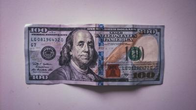 Federales incautan billetes falsos de $100