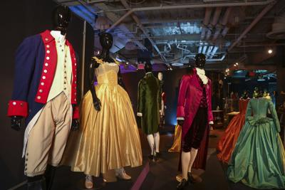 Broadway calienta motores con exhibición de vestuarios