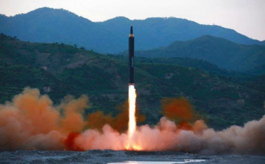 Corea del Norte lanzó un misil balístico que cruzó sobre Japón