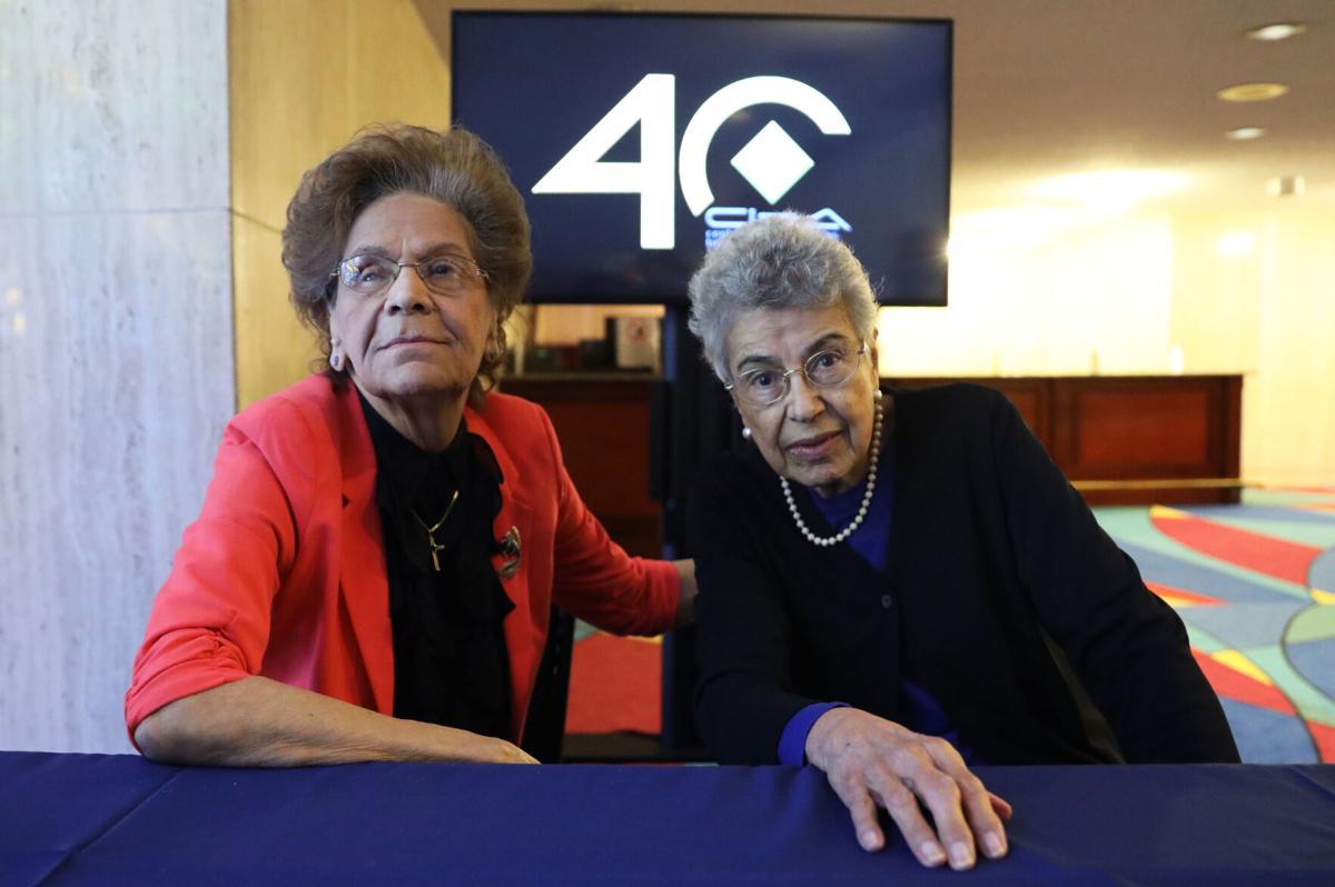 Carmen Junco y Myrna Casas